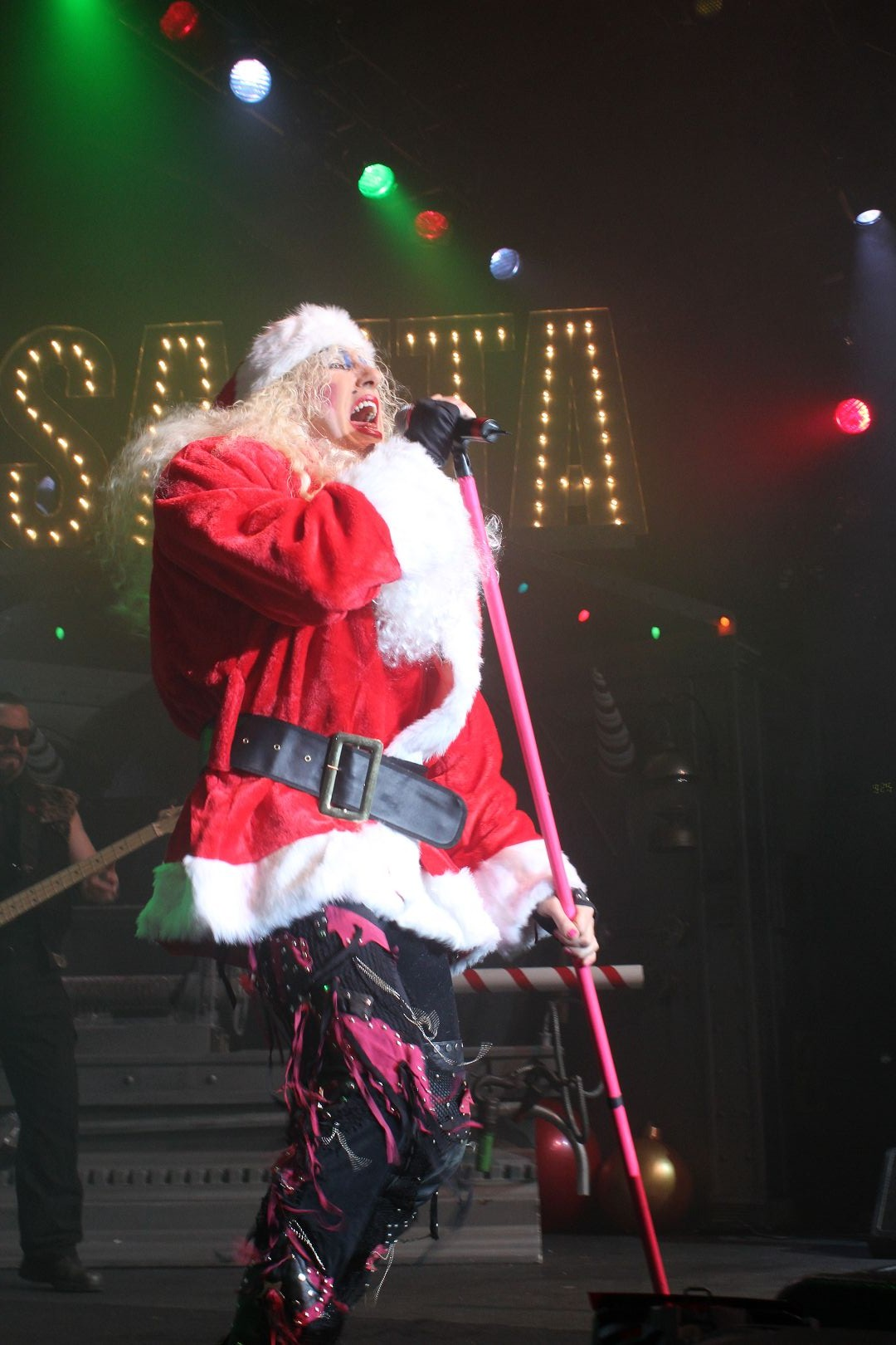 Twisted Sister Christmas.Twisted Sister S A Twisted Christmas At The Best Buy