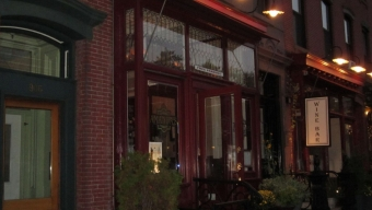 Amanda's Restaurant: Spirits in the Sixth Borough